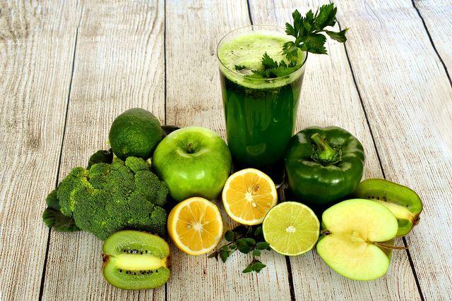 Obst und Gemüse enthalten viele Stoffe, die gut für die Haut sind.