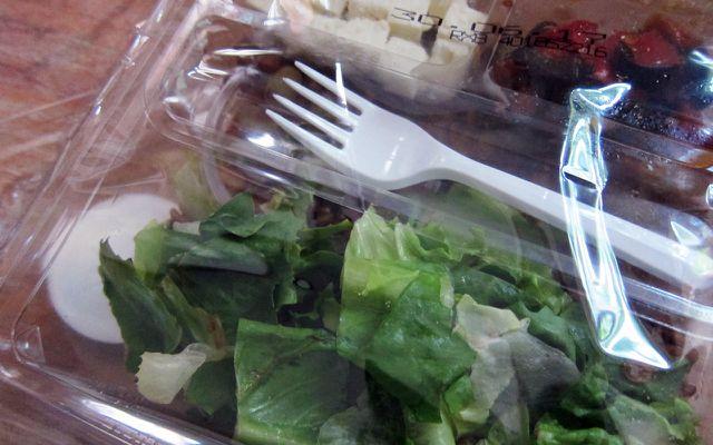 To-go-Sünden Plastiksalat