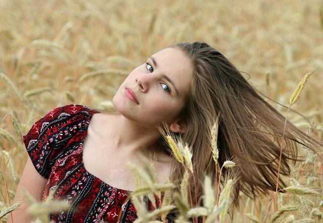 Weizenkeimöl pflegt besonders gut trockenes Haar.