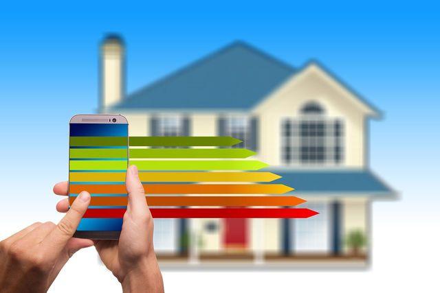 Mit einer App kannst du aus der Ferne die Heizung zuhause steuern.