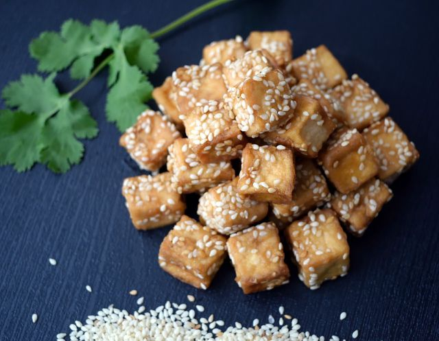 Stir -fried teriyaki tofu is an essential ingredient for a noodle dish