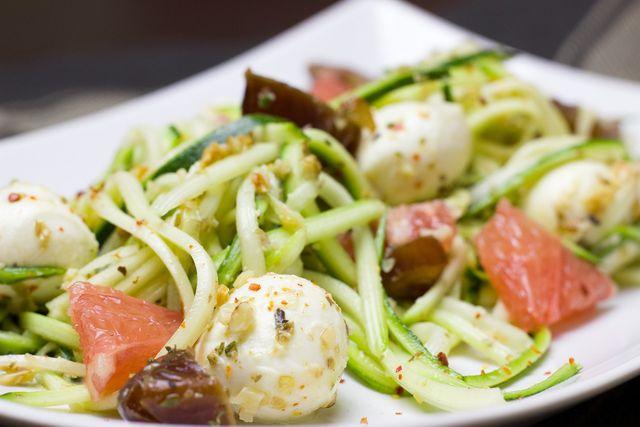 Gemüsenudeln eignen sich super für eine Low-Carb-Ernährung.