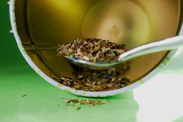 Spitzwegerich-Blätter können getrocknet und haltbar gemacht werden.