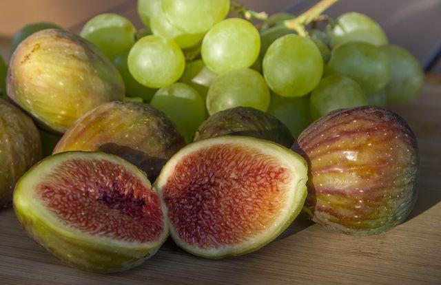 Feigen oder Trauben bilden einen interessanten Kontrast zu herzhaften Füllungen.