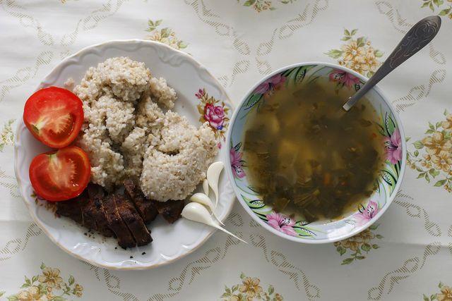 Herzhafter Haferschleim ist eine tolle Beilage zu Suppe oder Gemüse.