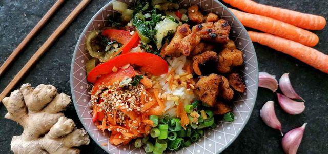 Donburi: Japanische Reisschüssel mit vier Toppings.
