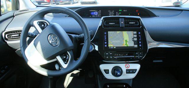 Toyota Prius Plug-In im Test: solide Innenausstattung serienmäßig.