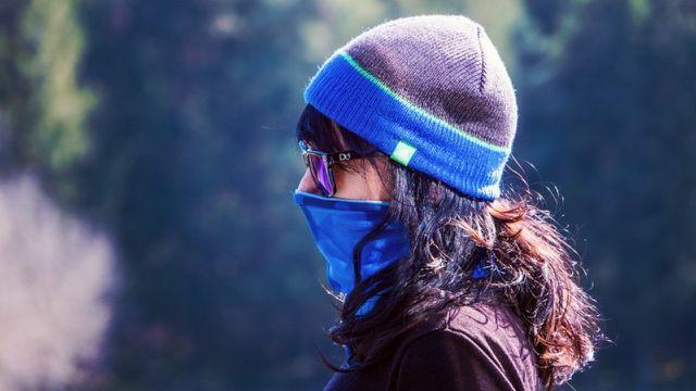 Wenig los auf den Straßen, Maske ist Pflicht.
