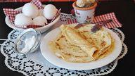 Für herzhaften Pfannkuchenteig brauchst du nur wenige Zutaten.