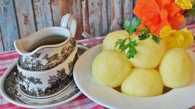 Selbst gemachte Kartoffelknödel - einfach, günstig und ein Gaumenschmaus!
