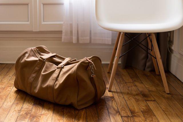 Während der Geburtsvorbereitung solltest du bereits eine Tasche für einen eventuellen Aufenthalt im Geburtshaus oder der Klinik packen.