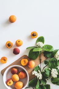 Bei importierten Aprikosen solltest du darauf achten, sie aus Frankreich oder Italien zu kaufen. So vermeidest du sehr lange Transportwege.
