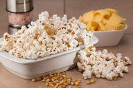 Als Popcorn enthält Mais mehr Kalorien, als wenn er frisch gegessen wird.