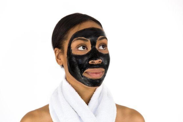 Gesichtsmasken versorgen deine Haut mit Feuchtigkeit.