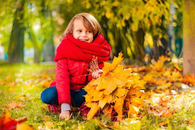 Bewegung in der Natur tut Kindern gut, um sich vom Alltagsstress zu entspannen.