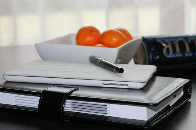 Schreibe dir rechtzeitig eine Liste zur Adressummeldung.