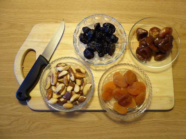 Auch Trockenfrühte und Nüsse kannst du nach Geschmack verwenden.
