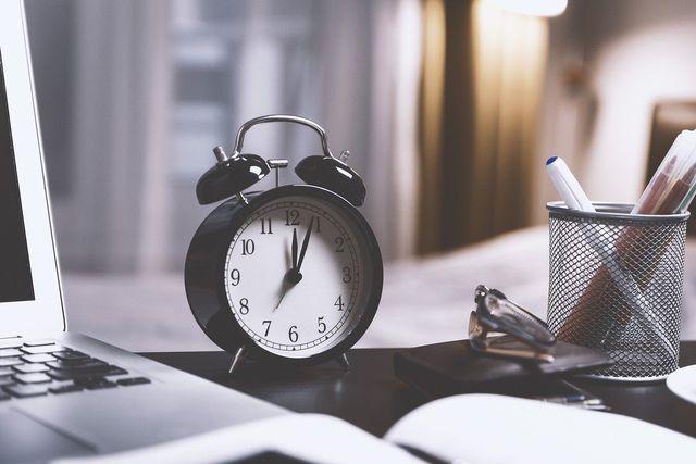 Pünktlichkeit ist für den ersten Eindruck in deinem neuen Job sehr wichtig.