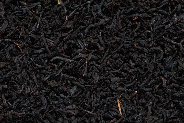 Schwarzer Tee ist eine sehr beliebte Teesorte und wirkt meist aufputschend.