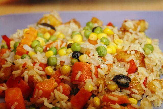 Den Djuvec-Reis kannst du auch mit Karotten und anderem Gemüse zubereiten.