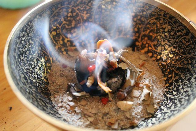 Für spirituelle Zwecke gibt es Myrrhe auch als Räucherwerk.