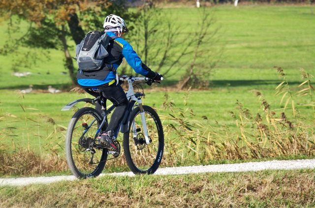 Für kürzere Wege lohnt es sich, das Auto stehen zu lassen und stattdessen Fahrrad zu fahren.