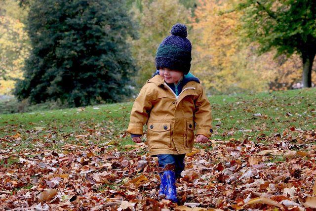 Im Herbst ist Husten oft ein Symptom von Erkältungskrankheiten.