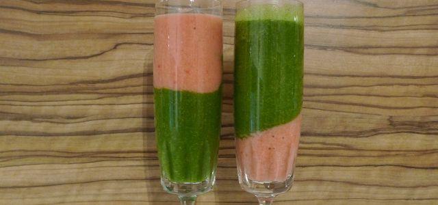 Grüner Smoothie mit Erdbeer und Spinat