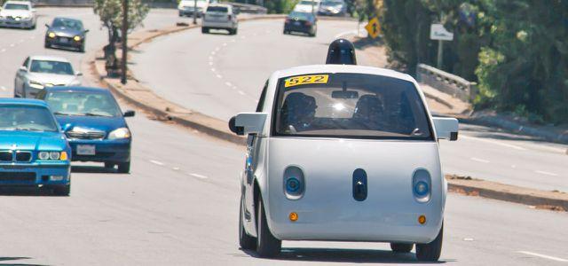 Das Google Self-Driving Car im Verkehr (Foto: Google)