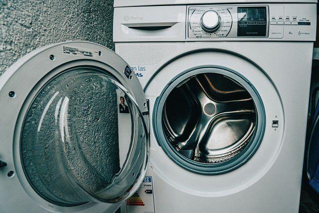 Brillenputztücher kannst du bei niedriger Temperatur auch in der Waschmaschine waschen.