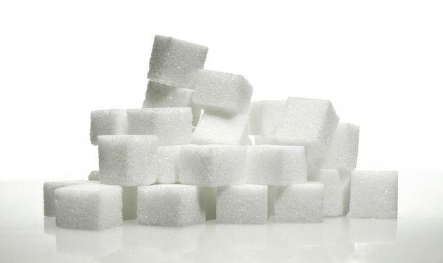 Raffinierter Zucker hemmt die Magnesiumaufnahme.
