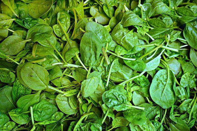 Natriumnitrit kann sich auch auf natürliche Weise in bestimmten Gemüsesorten bilden und in hohen Mengen deine Gesundheit beeinflussen.