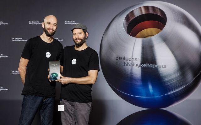 Next Economy Award: Samuel (l.) und Carsten Waldeck (r) landeten mit Shiftphones in den Top-3-Finalisten der Kategorie Resources