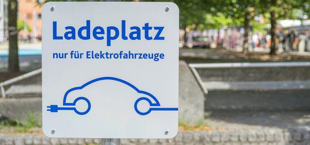 Ladestation-Ladesäule-Elektroauto-laden