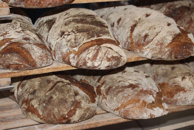 In Roggen-Sauerteigbroten ist der Phytinsäuregehalt durch das fein gemahlene Korn und die Fermentation des Teigs gering.