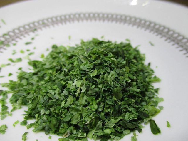 Du kannst die Marinade für den Karottenlachs mit Nori-Algen verfeinern.