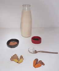 Zutaten für die heilende Goldene Milch.