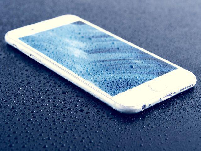 Mit Silica-Gel nasses Handy trocknen