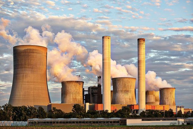 Die Energie für Entsalzungsanlagen kommt oft aus fossilen Brennstoffen.