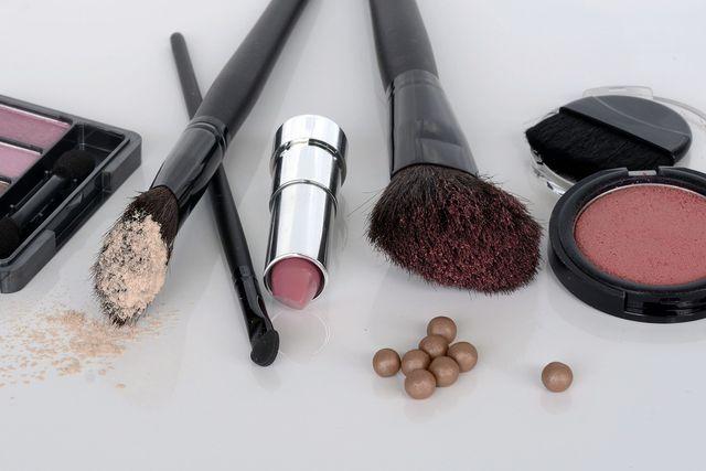 PEGs findest du in zahlreichen konventionellen Kosmetikprodukten.