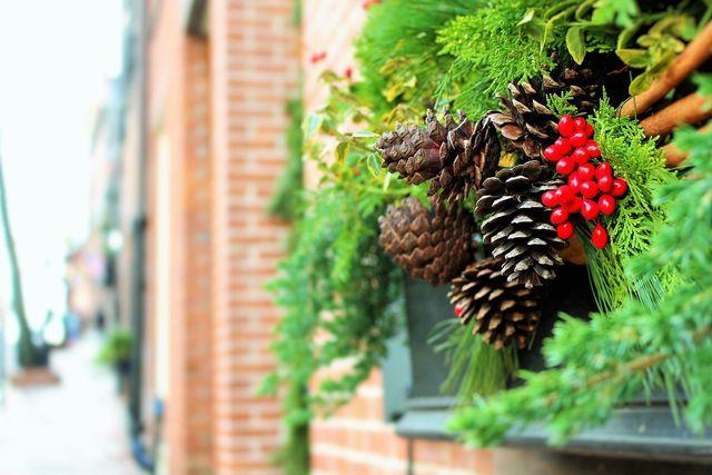 Weihnachtsgesteck aus Naturmaterialien
