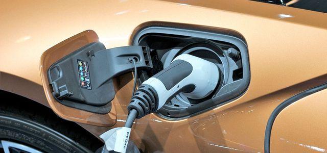 Plug-in-Stecker-Elektroauto-Hybrid