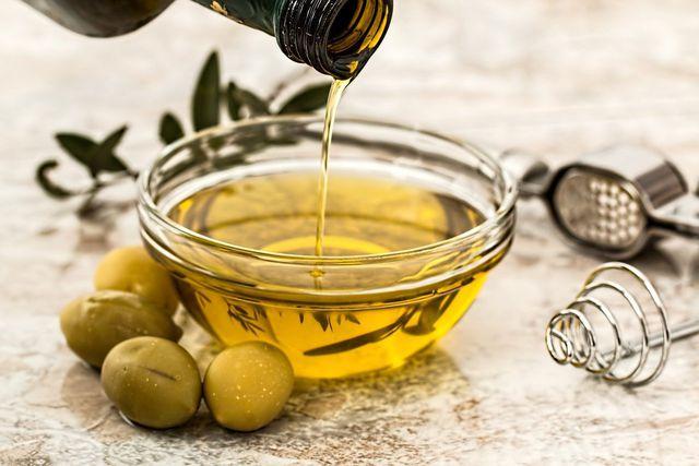 Olivenöl ist ein guter Lieferant für Vitamin E.