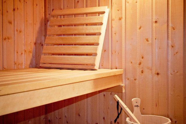 Sowohl Sauna als auch Dampfbad haben erhebliche Vorteile für deine Gesundheit.