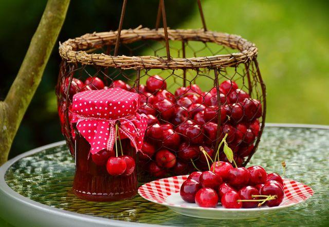 Nach dem Entkernen mit dem Thermomix lässt sich nur noch Marmelade, Gebäck oder Likör aus den Kirschen herstellen.
