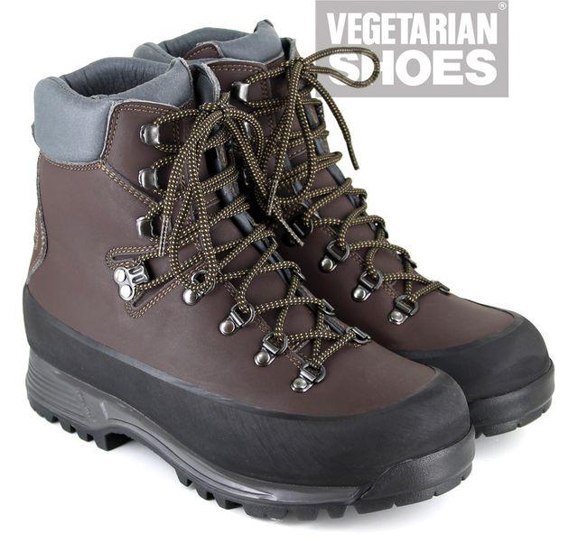 Die Wanderschuhe von Vegetarian Shoes bestehen aus veganem Veloursleder und Synthetikfaser.