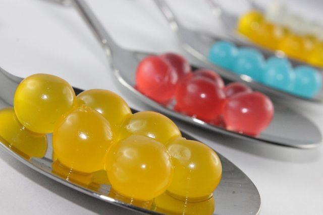 In der Molekularküche lässt sich mit Xanthan aus Saft sogar Festnahrung zaubern.