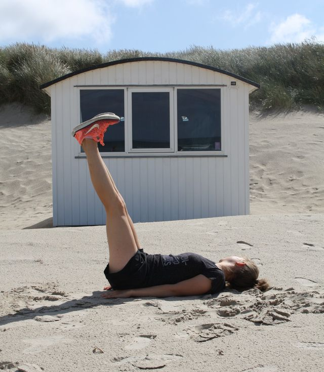 Leg Drops beanspruchen besonders deine unteren Bauchmuskeln.