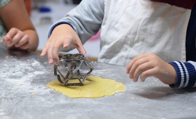 Süße Rezepte für Kuchen, Kekse & Co. machen Kindern oft besonders viel Spaß.