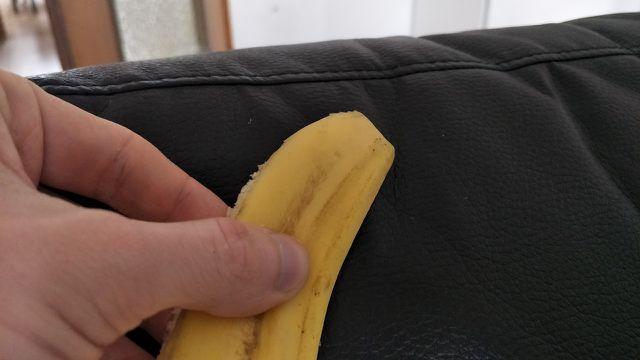 Leder mit Bananenschale polieren